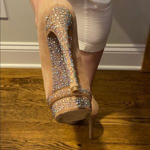 B BY BRIAN ATWOOD CRYSTAL COVERED PLAYFORM PUMP
